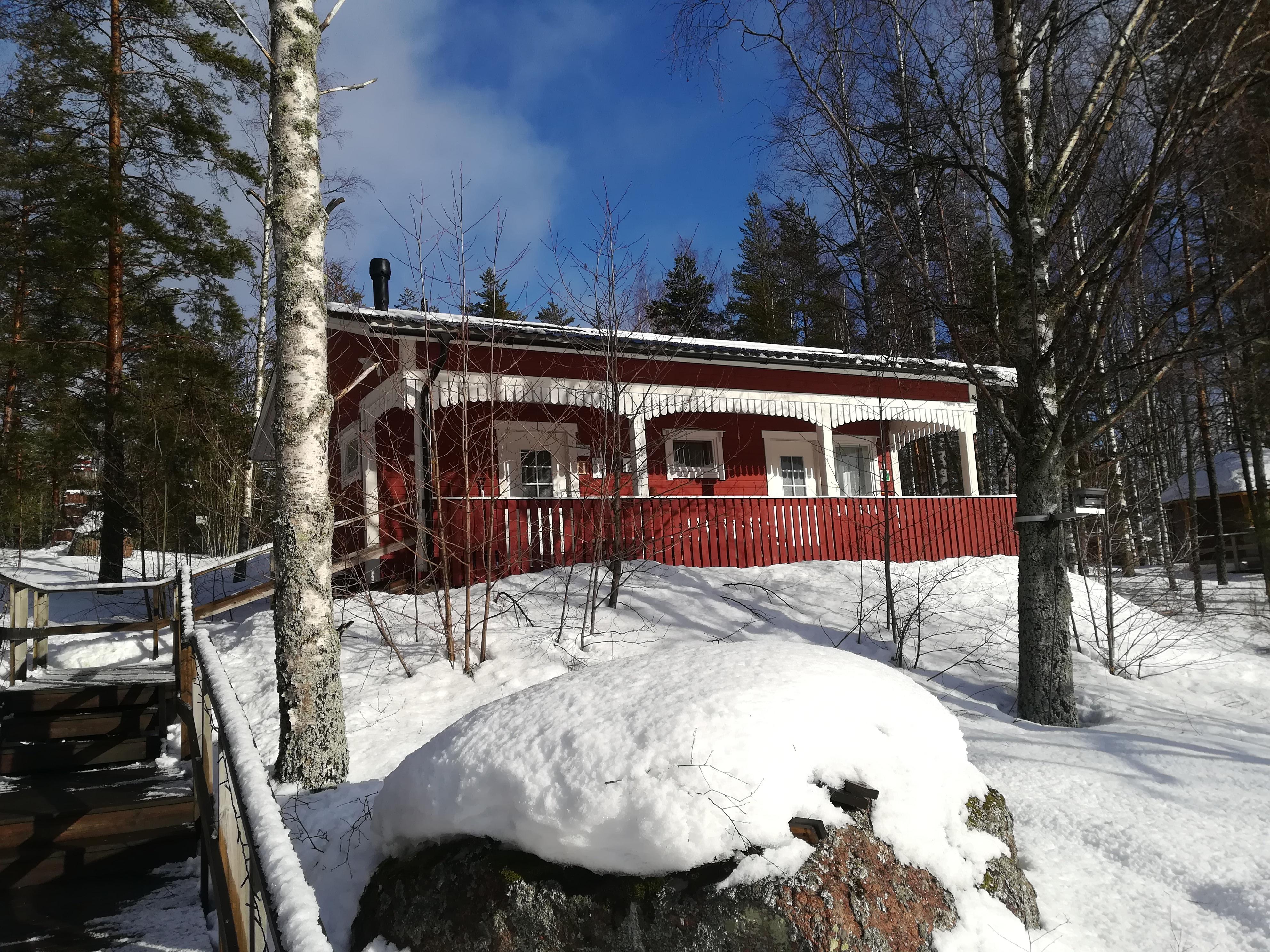 Sauna lämpenee tiistaisin ja perjantaisin kello 17-20 välisenä aikana.